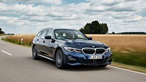 Картинка BMW Едет Синяя Металлик 3-series,2020, G21, 330d xDrive автомобиль