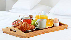 Картинка Круассан Мед Фрукты Сок Завтрак Чашка Яйца Пища