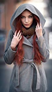 Фотографии Пальто Капюшон Руки Взгляд Рыжие Maya Девушки
