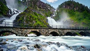 Фото Норвегия Лофотенские острова Мост Водопады Камни Скале Мох