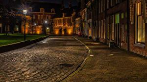 Картинка Нидерланды Здания Дороги Улиц Ночь Уличные фонари Groningen Города