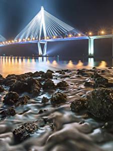 Картинки Англия Берег Мосты Камни В ночи Уличные фонари Iron Bridge Природа