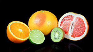 Фотографии Цитрусовые Апельсин Мандарины Киви Грейпфрут Черный фон Еда