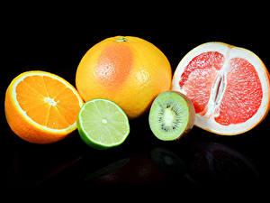 Фотографии Цитрусовые Апельсин Мандарины Киви Грейпфрут Черный фон