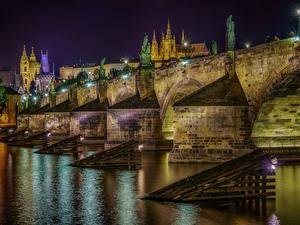 Фотографии Чехия Прага Речка Мосты Дома Ночные Уличные фонари Holy Stone Bridge Города