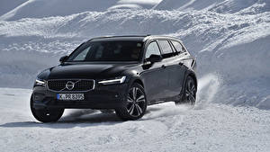 Фото Volvo Черные Универсал 2018-19 V60 D4 Cross Country Worldwide машина