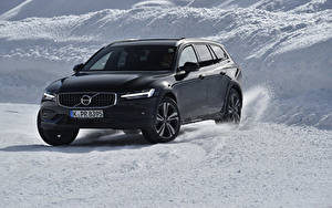 Фото Volvo Черные Универсал 2018-19 V60 D4 Cross Country Worldwide