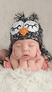 Обои Младенцы Шапка Спят