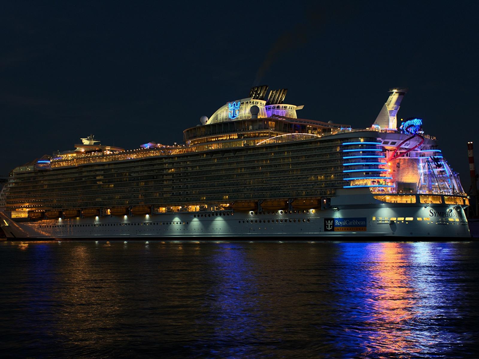 Картинки Круизный лайнер Royal Caribbean Корабли Ночь 1600x1200 Ночные