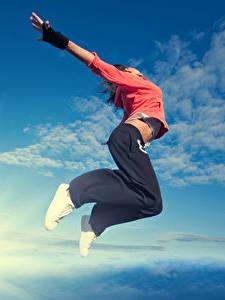 Фотография Небо Прыжок Руки Девушки