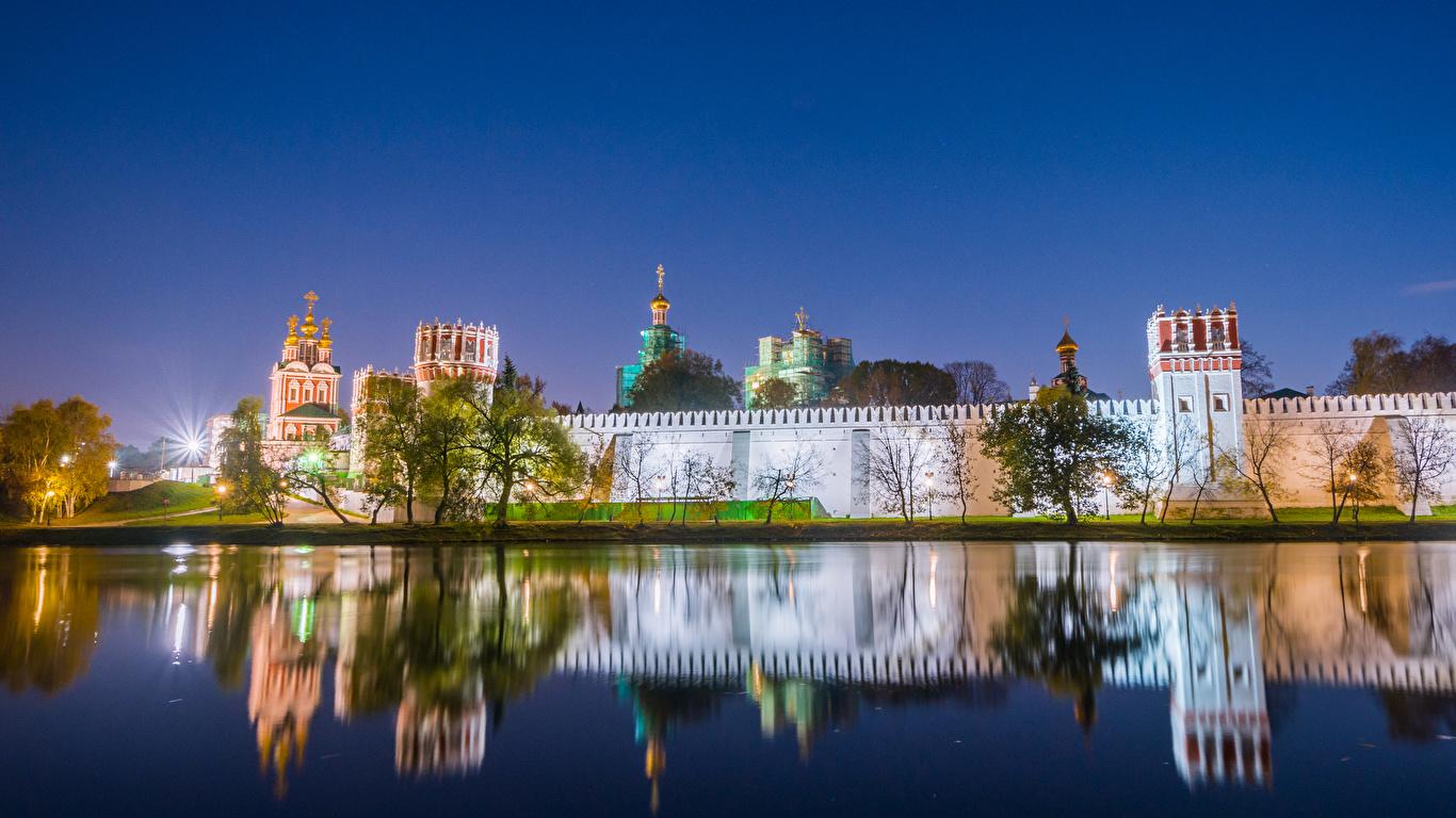 Фото Москва Монастырь Россия Novodevichy Convent Вечер речка Города 1366x768 река Реки город