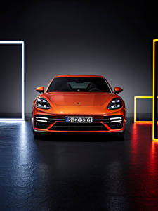 Фотография Porsche Оранжевая Металлик Спереди Panamera Turbo S (971), 2020 машины