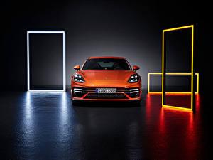 Обои для рабочего стола Porsche Оранжевая Металлик Спереди Panamera Turbo S (971), 2020 машины