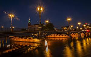Обои Стокгольм Швеция Реки Мосты Ночь Уличные фонари Города
