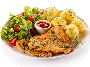 Картинка Картофель Мясные продукты Овощи Белый фон Тарелка Кетчупа