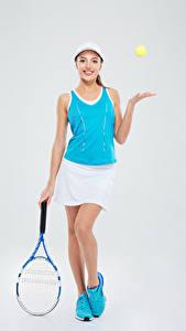 Фото Теннис Серый фон Кепка Майка Юбка Девушки Спорт