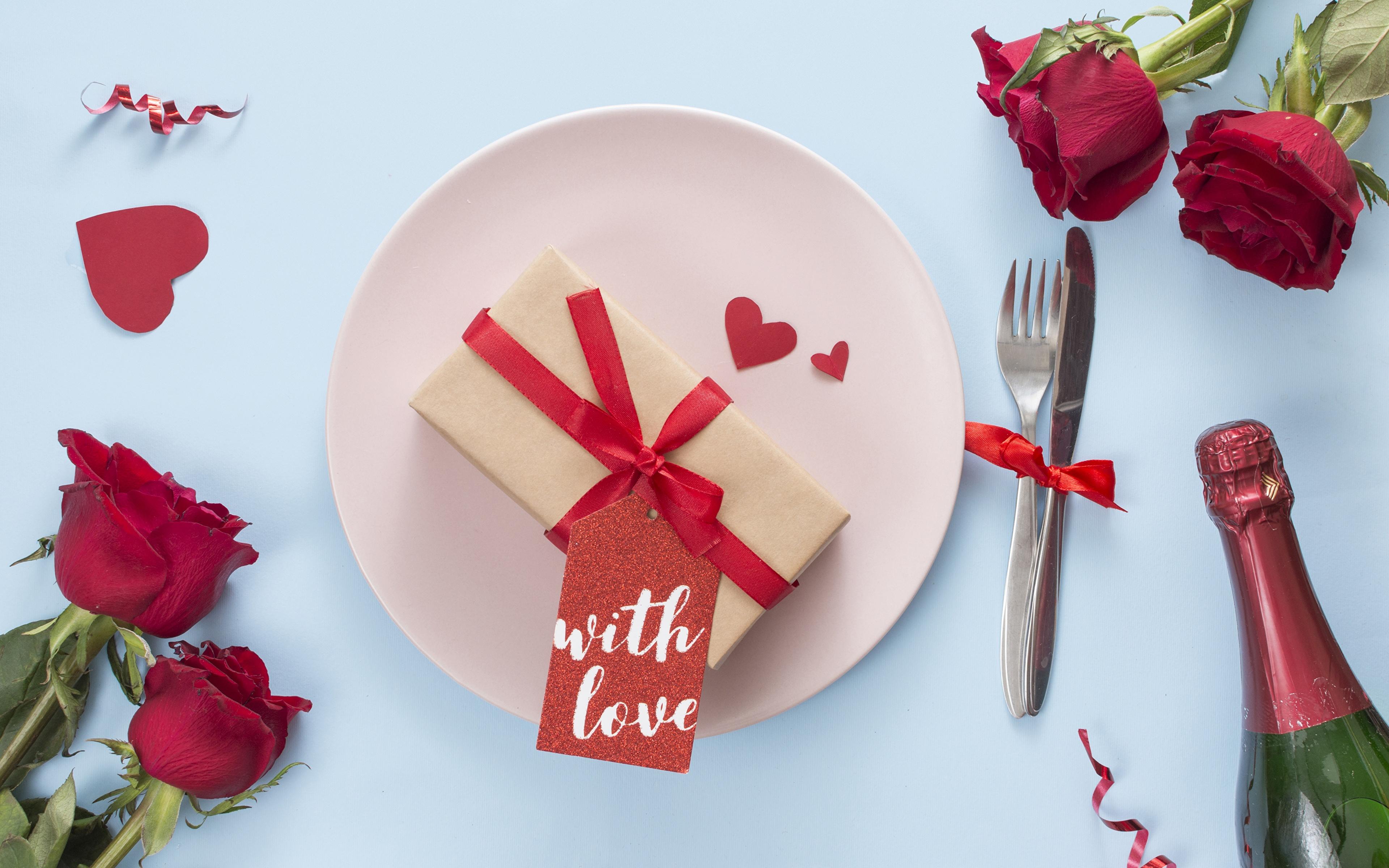 Обои для рабочего стола День святого Валентина Сердце Розы цветок Тарелка Вилка столовая 3840x2400 День всех влюблённых серце сердца сердечко роза Цветы вилки тарелке