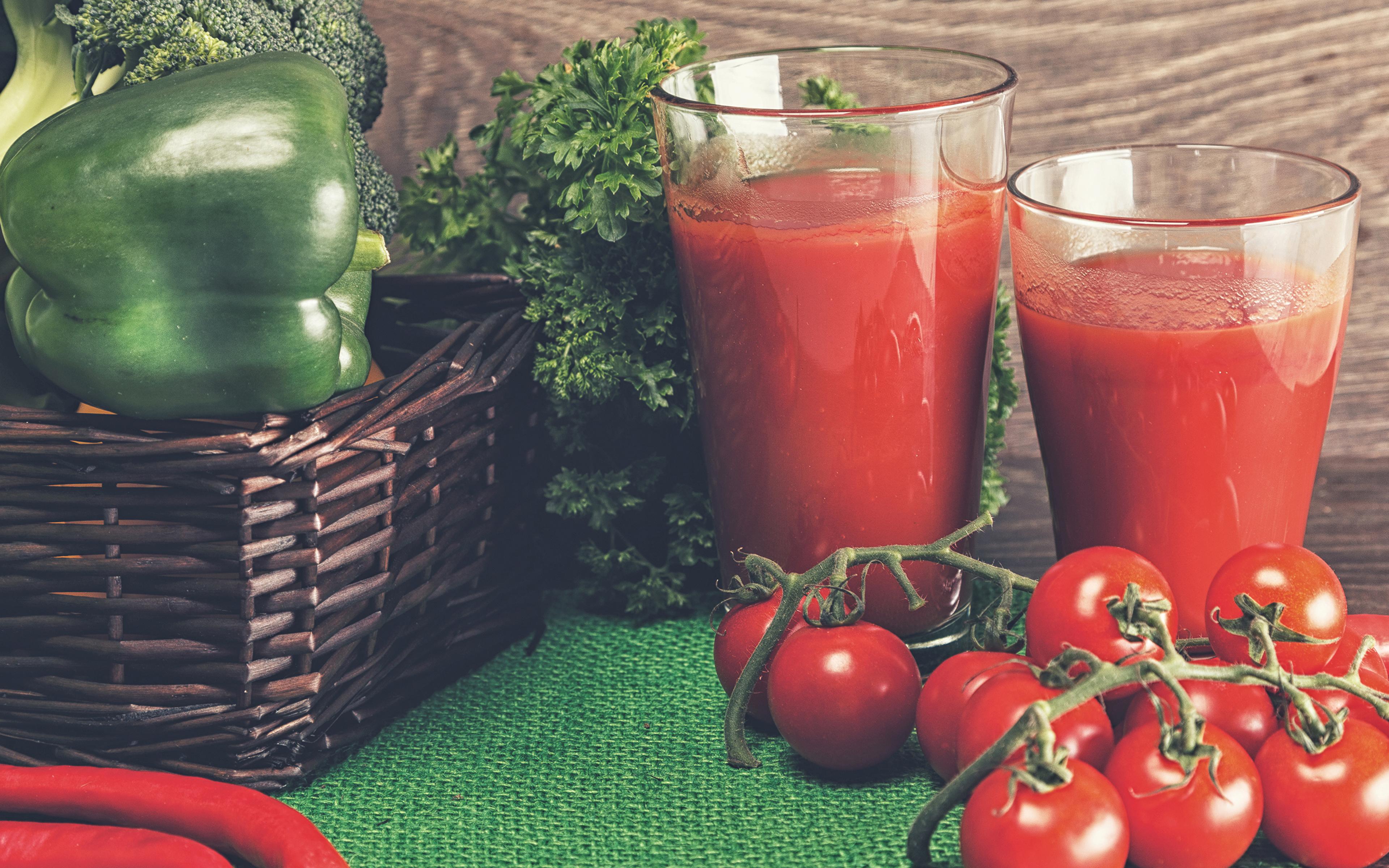 Картинка 2 Сок Помидоры стакана Пища перец овощной 3840x2400 два две Двое вдвоем Томаты Стакан стакане Еда Перец Продукты питания