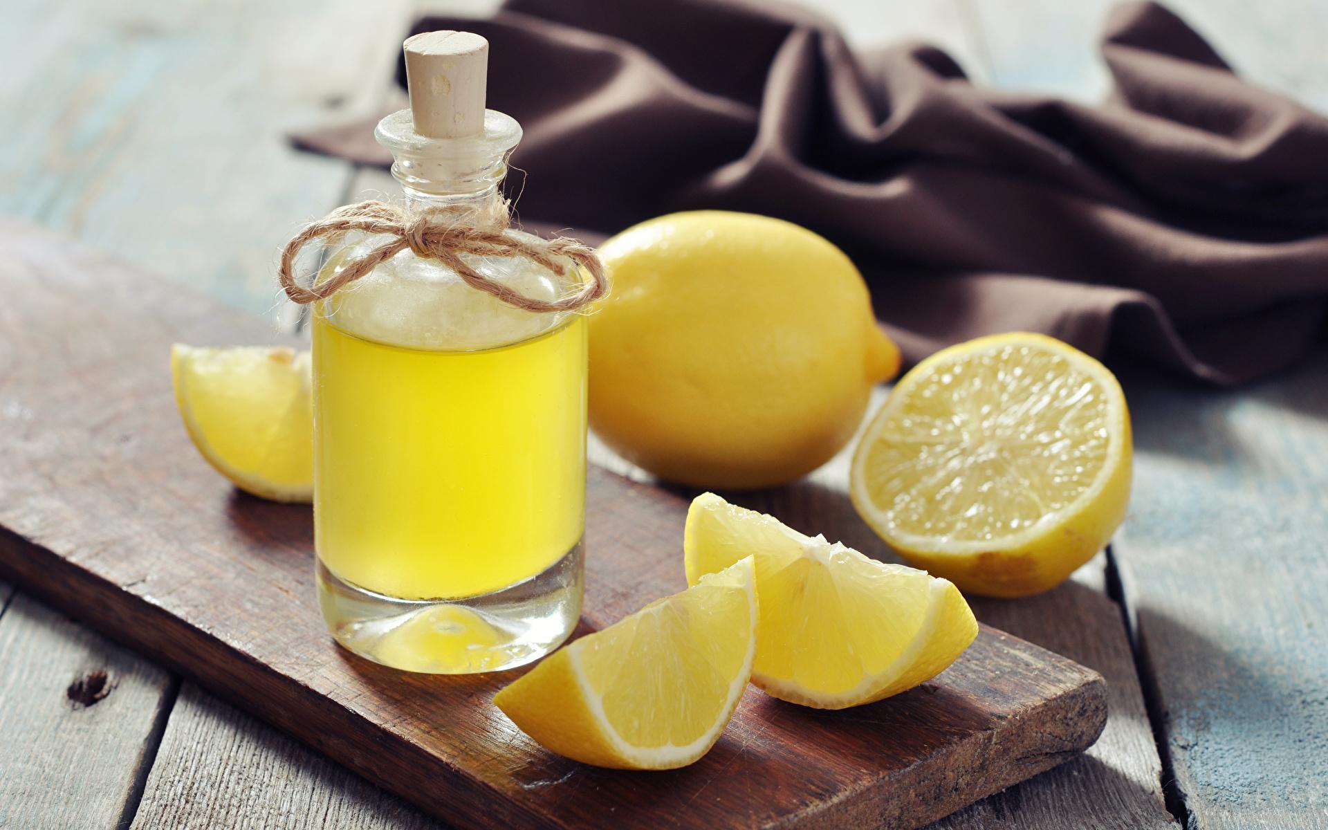 Картинки Сок Лимоны Бутылка Продукты питания Крупным планом Напитки 1920x1200 Еда Пища бутылки вблизи напиток