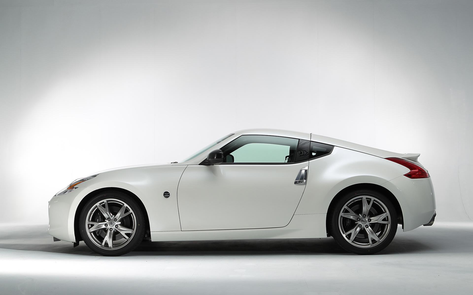 Обои для рабочего стола Ниссан 370Z Signatech (Z34), 2012 белых Сбоку Металлик автомобиль 1920x1200 Nissan белая белые Белый авто машины машина Автомобили