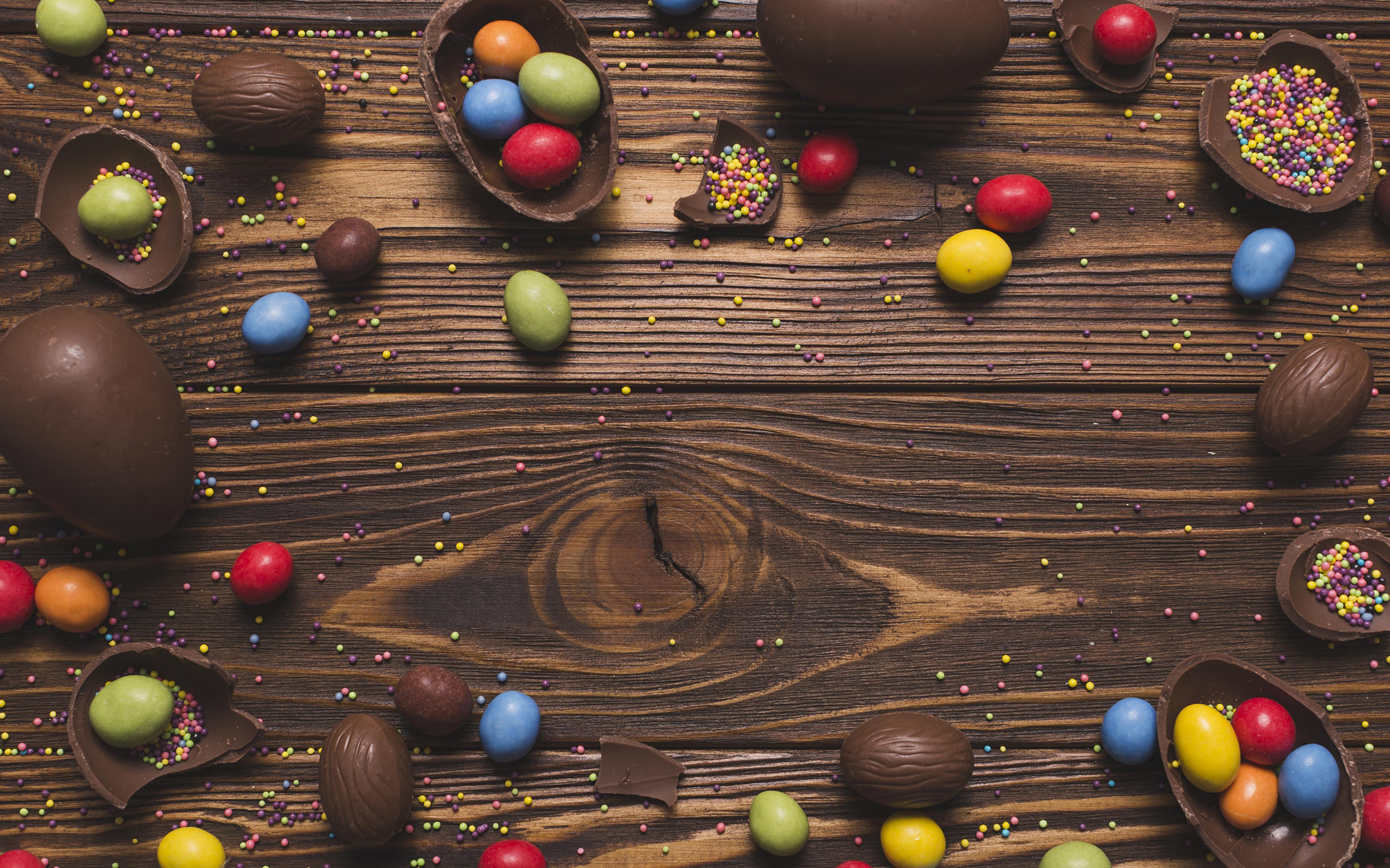 Фотографии Пасха Яйца Шоколад Конфеты Еда Сладости Доски 3840x2400 Пища Продукты питания