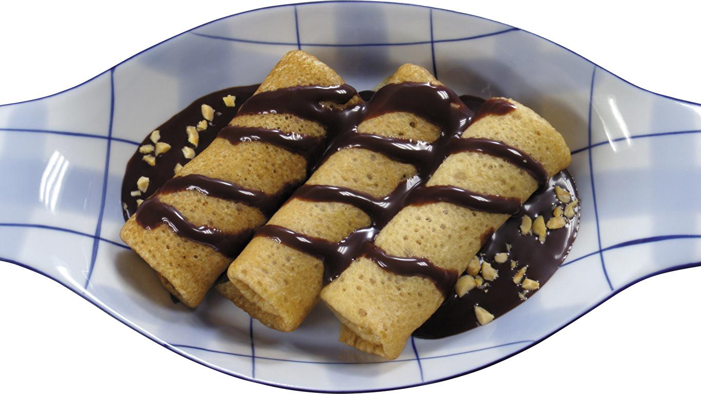 Обои Шоколад Блины Еда Тарелка 1366x768 Пища Продукты питания