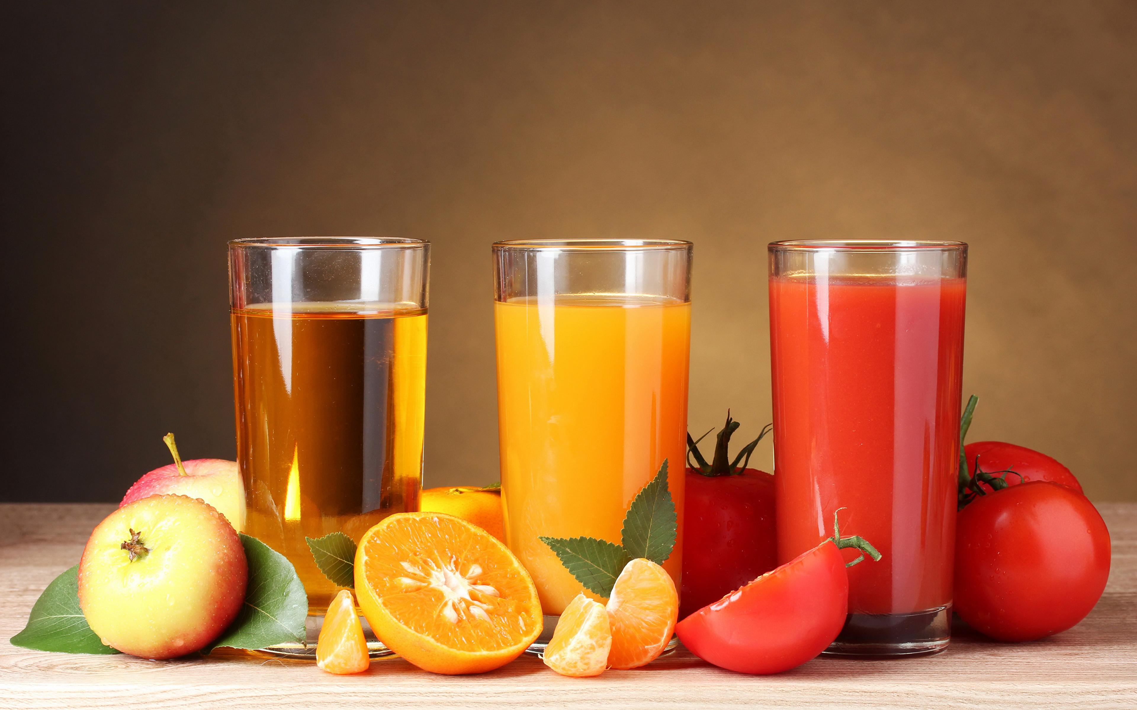 Картинки Сок Апельсин Помидоры Яблоки стакана Трое 3 Продукты питания 3840x2400 Томаты Стакан стакане Еда три Пища втроем