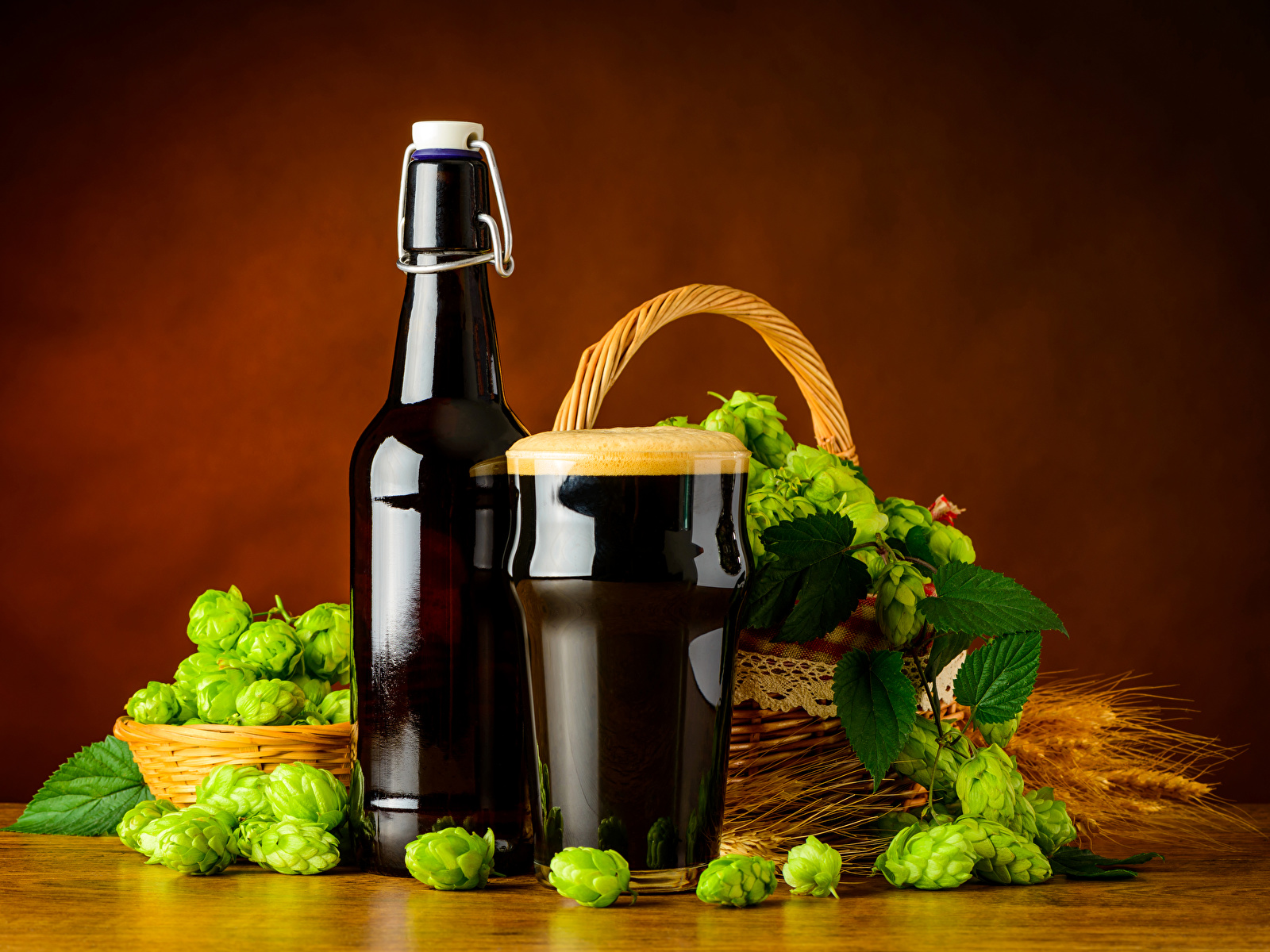 Картинки Пиво Хмель Стакан Пища Пена Бутылка 1600x1200 стакана стакане Еда пене пеной бутылки Продукты питания
