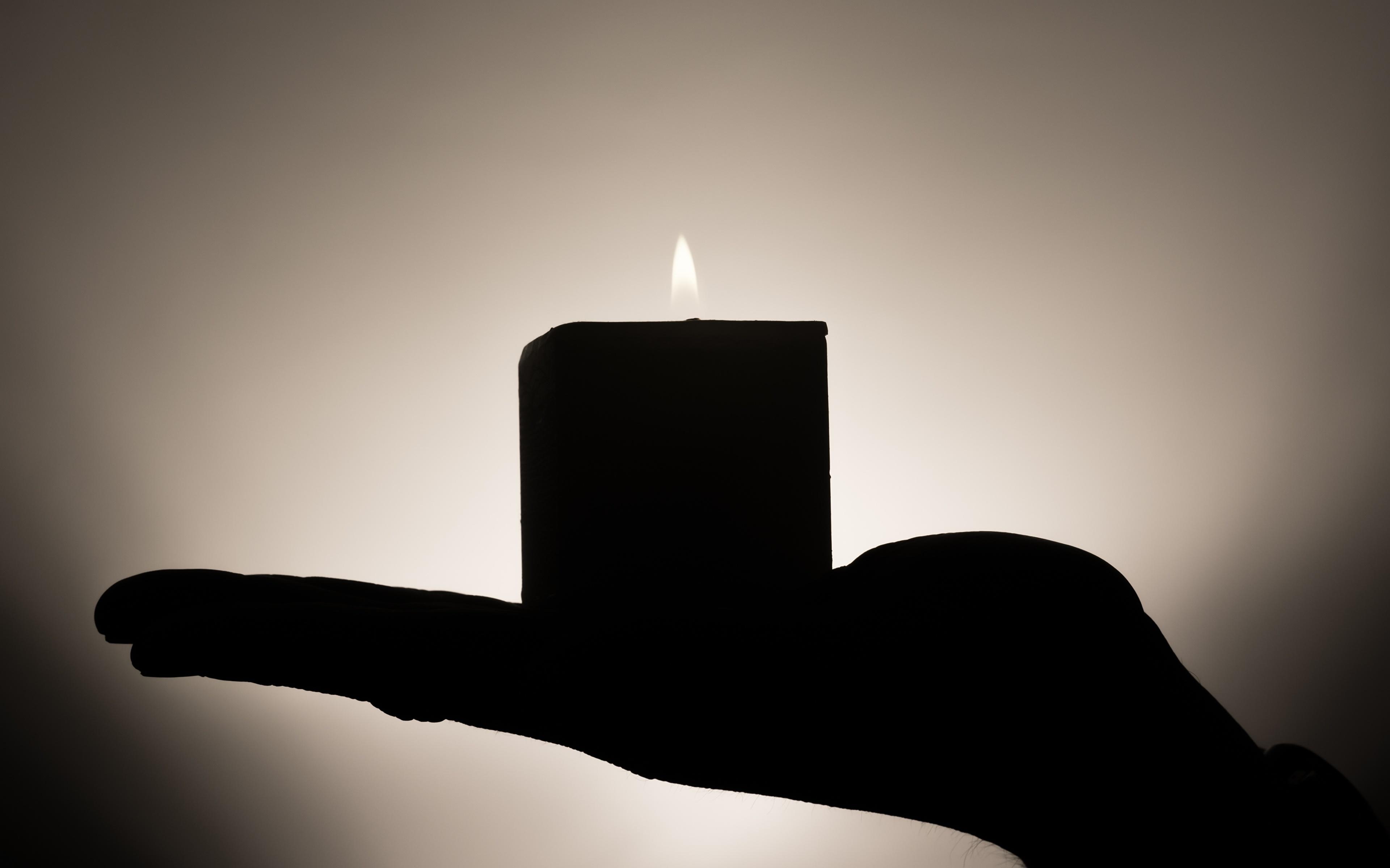 Фотография Силуэт боке пламя рука Свечи 3840x2400 силуэта силуэты Размытый фон Огонь Руки