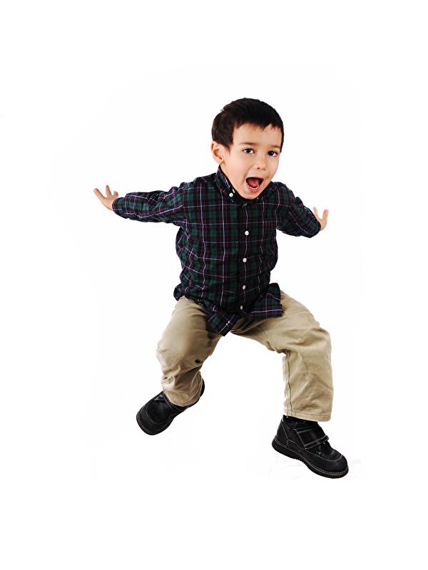 Картинка мальчик счастливый ребёнок прыгает рука белом фоне 600x800 для мобильного телефона Мальчики мальчишка мальчишки счастье Радость радостный радостная счастливые счастливая Дети Прыжок прыгать в прыжке Руки Белый фон белым фоном