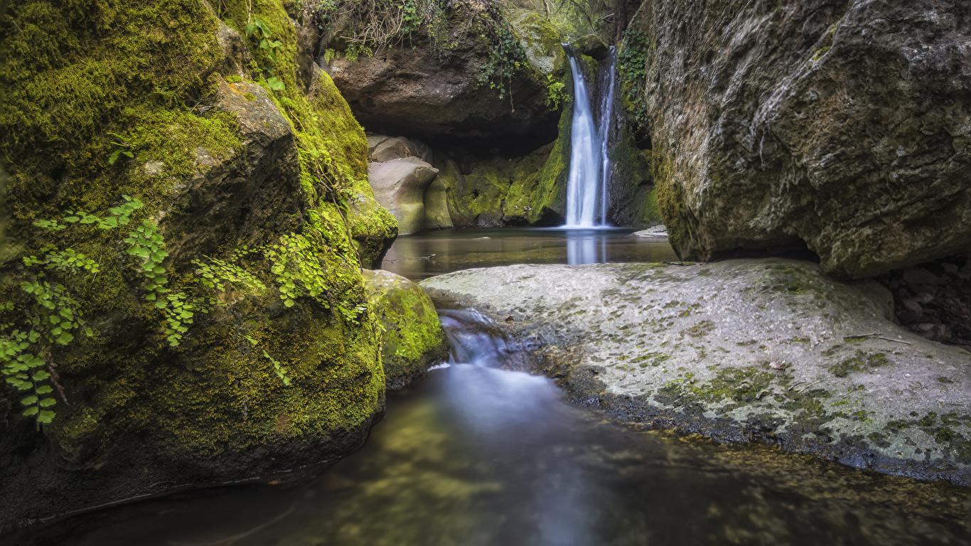 Фото Испания El Pinos Catalonia Скала Природа Водопады Мох 1366x768 Утес