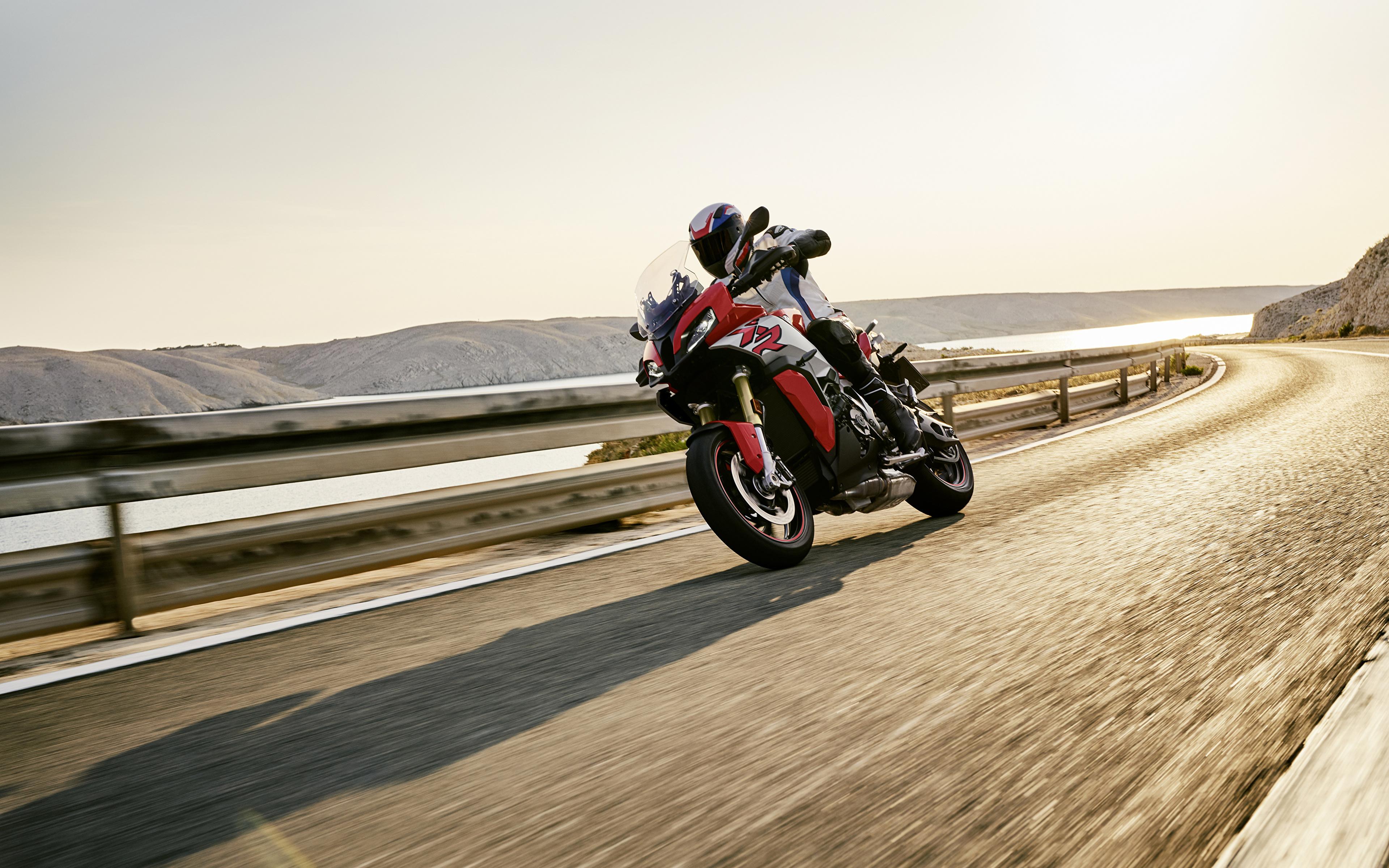 Картинка БМВ 2020 S 1000 XR Мотоциклы едущий Мотоциклист 3840x2400 BMW - Мотоциклы мотоцикл едет едущая Движение скорость