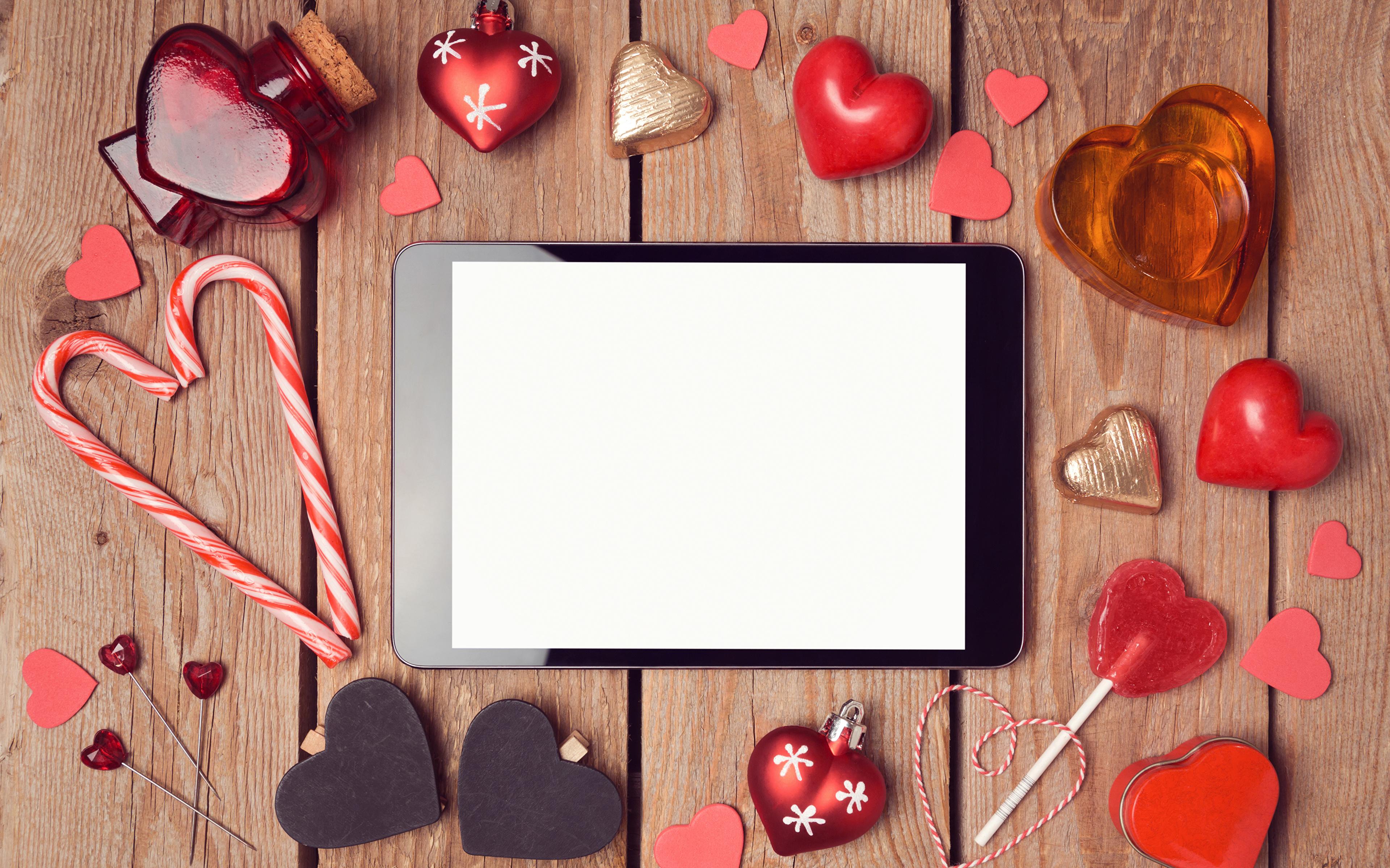 Картинки Планшетный компьютер День святого Валентина сердечко Шаблон поздравительной открытки сладкая еда Доски 3840x2400 Планшет День всех влюблённых серце сердца Сердце Сладости