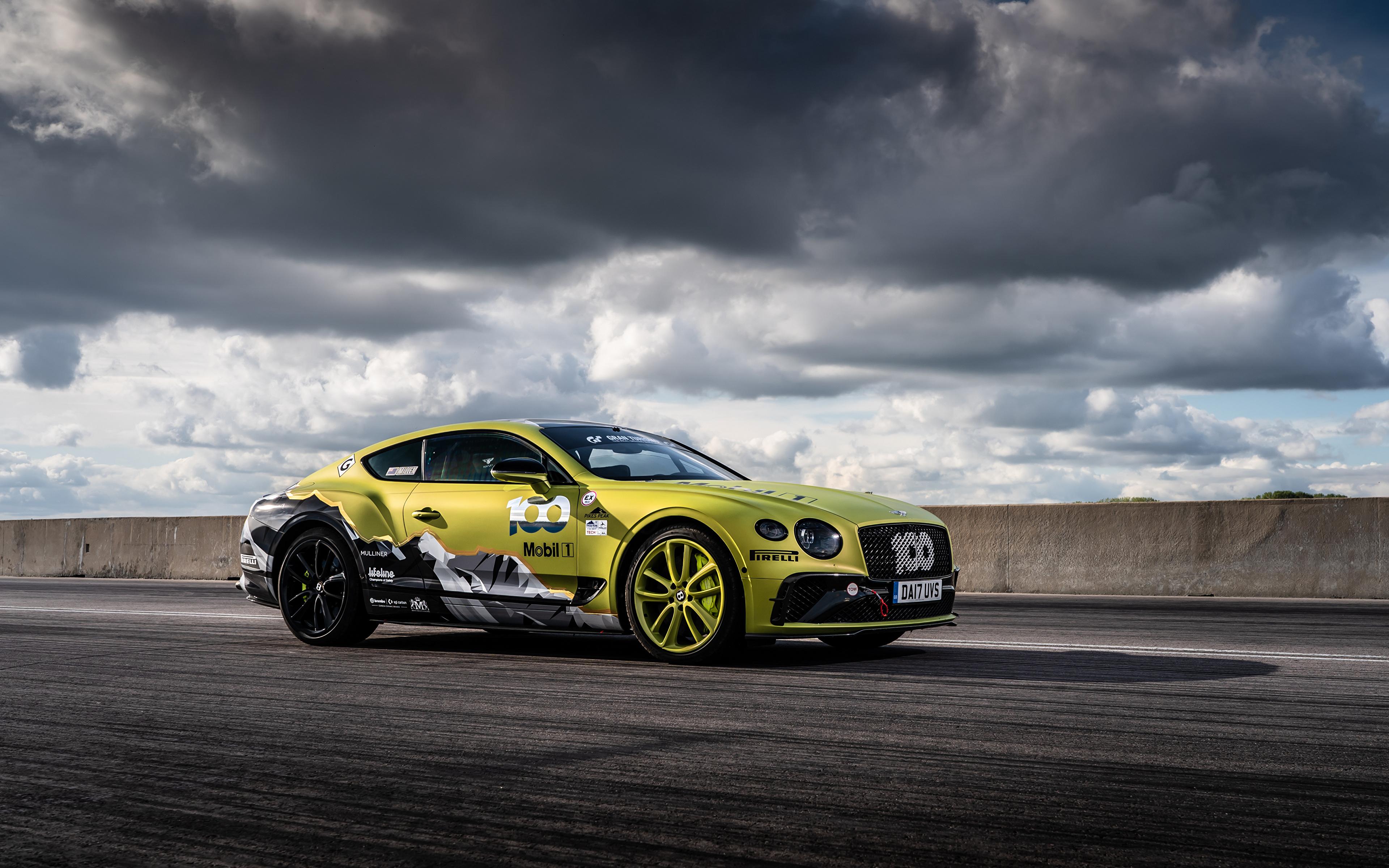 Обои для рабочего стола Бентли Continental GT Pikes Peak, 2019 Сбоку машины Облака 3840x2400 Bentley авто машина Автомобили автомобиль облако облачно