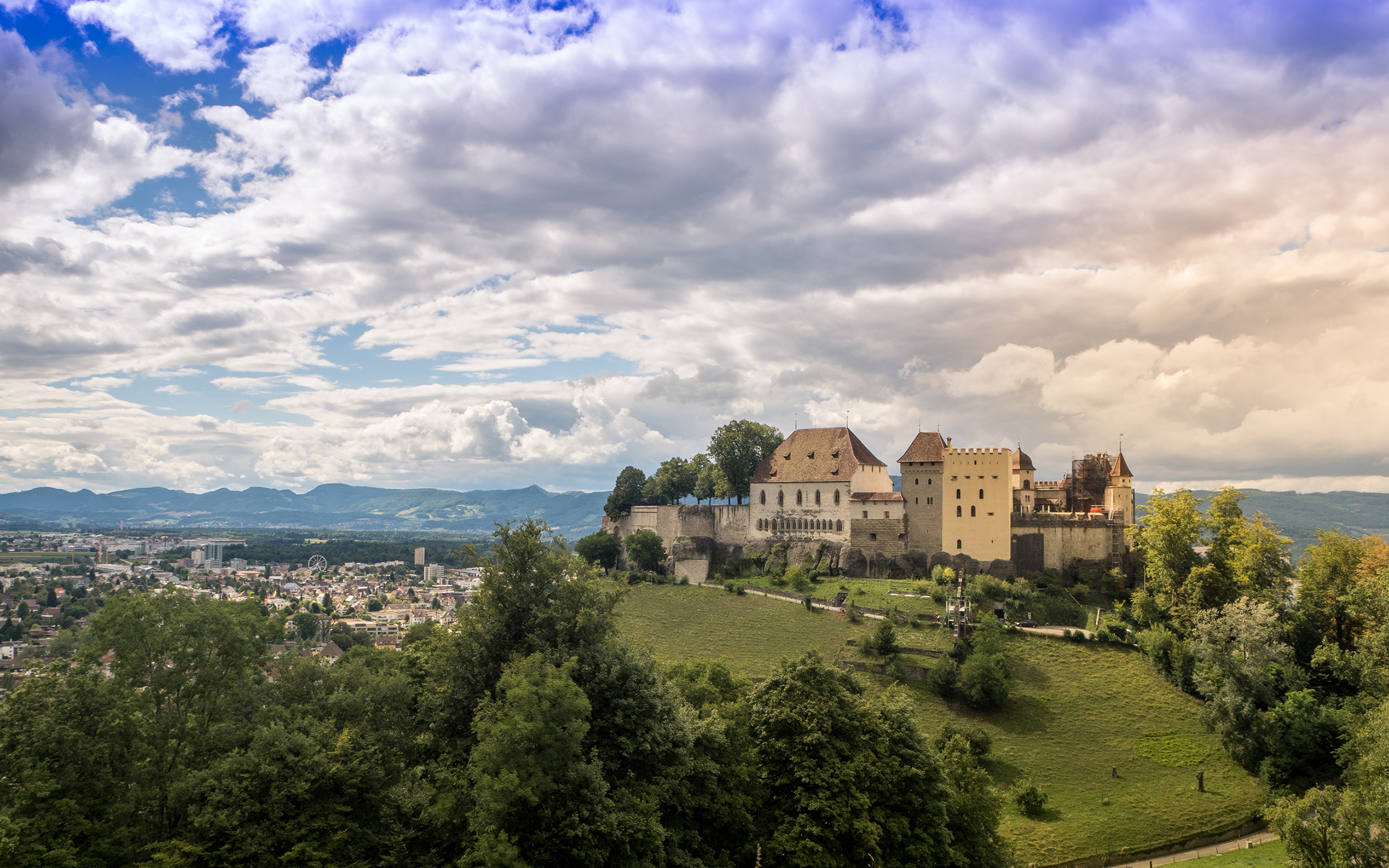 Фото Швейцария Lenzburg Castle Замки Небо Города Облака Ландшафтный дизайн 3840x2400