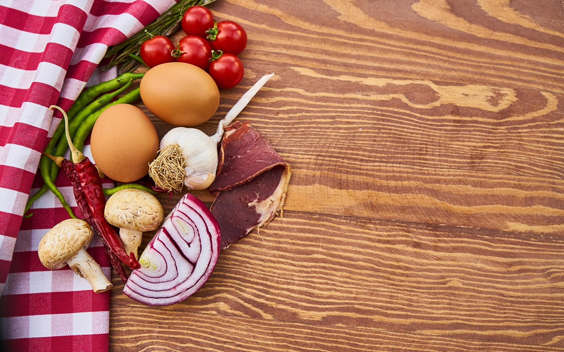 Картинки Спаржа яйцо Помидоры Лук репчатый Острый перец чили Грибы Чеснок Ветчина Еда 1920x1200 яиц Яйца яйцами Томаты Пища Продукты питания