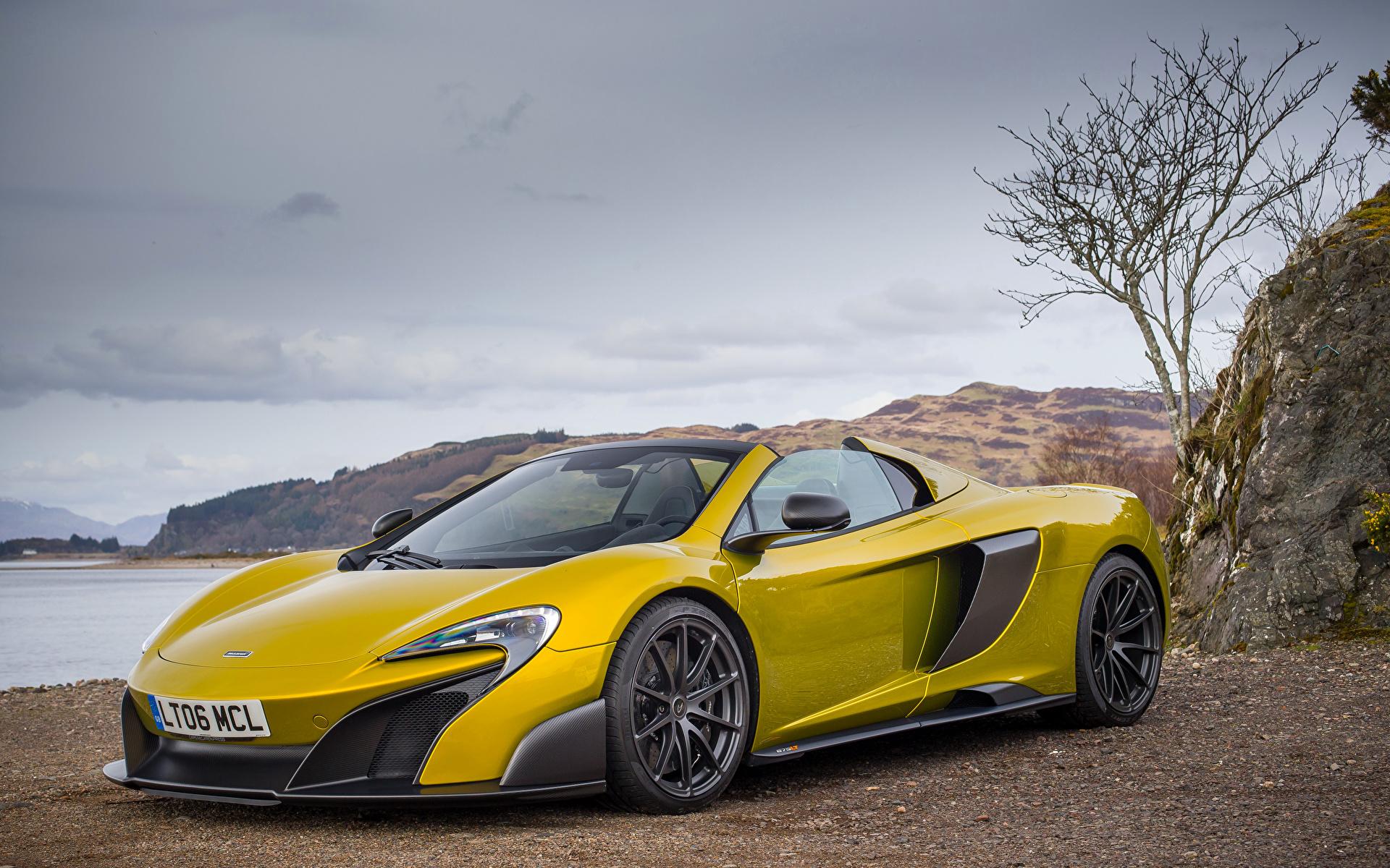 желтый спортивный автомобиль mclaren mp4-12c бесплатно