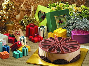 Фотографии Торты Подарки Еда