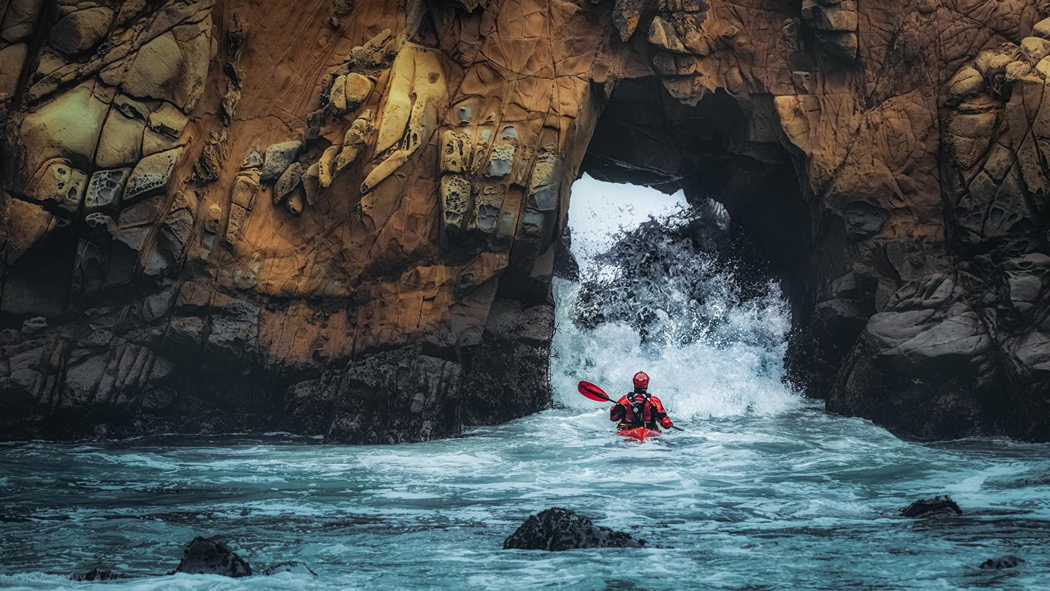 Скалы, море, лодка на телефон