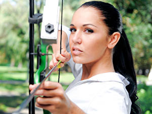 Обои Лучники Взгляд Лицо Стрела Лук оружие Красивые Девушки