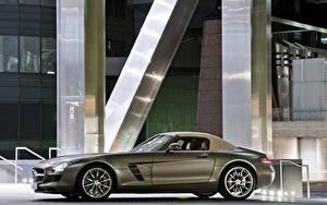 Обои Мерседес бенц Сбоку Дорогая Родстер 2011 SLS AMG roadster машина