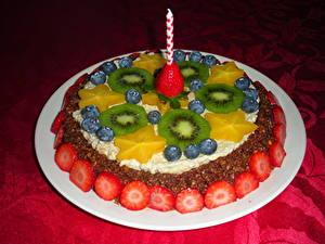 Картинки Сладкая еда Торты Свечи Фрукты Киви Продукты питания