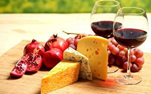 Картинка Натюрморт Сыры Вино Виноград Гранат Бокал Еда