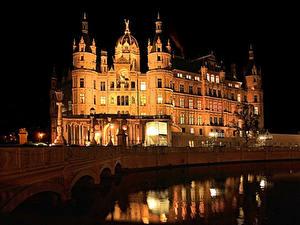 Фотография Германия Замок Речка Мосты Ночные Schweriner город