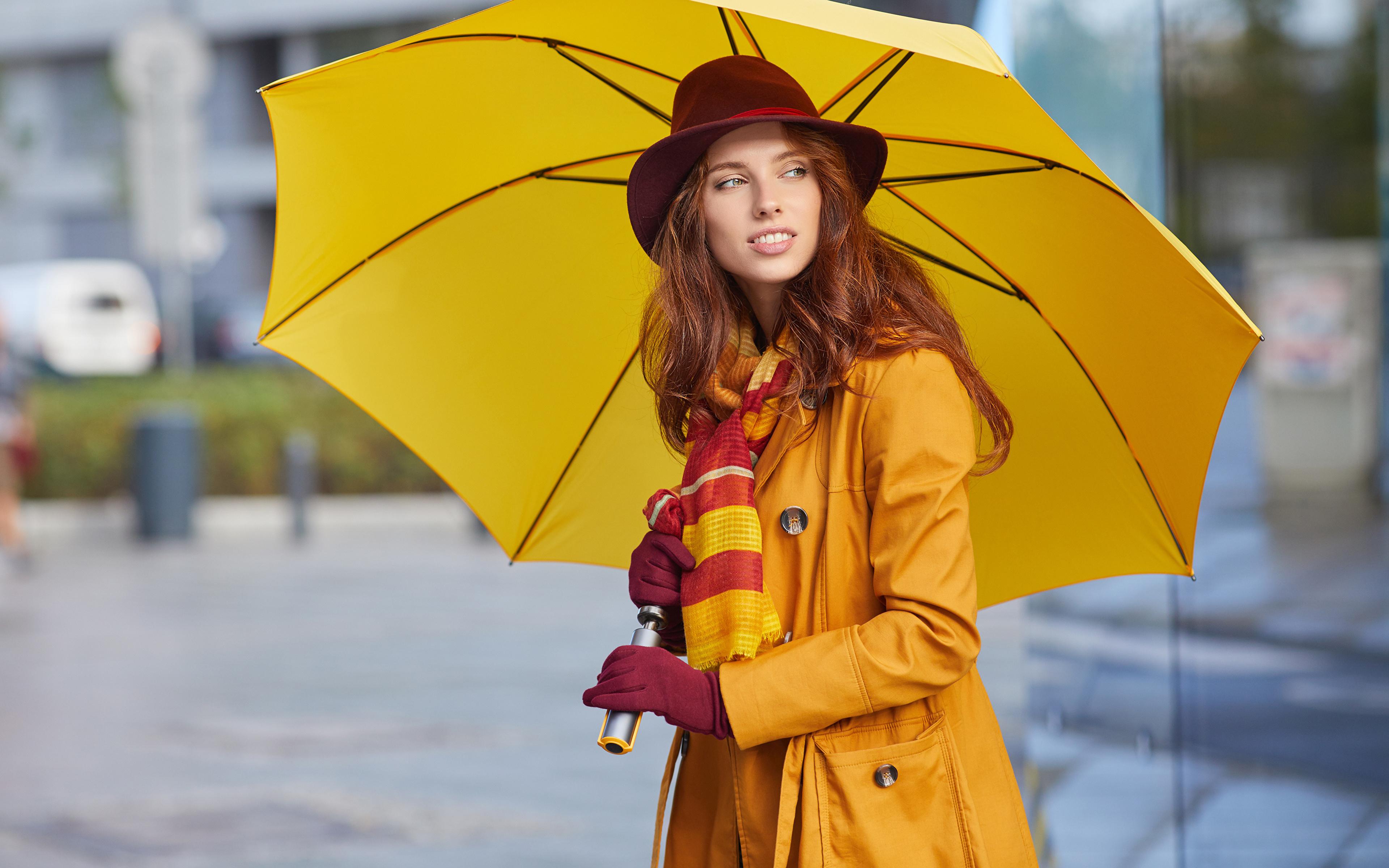 Фотографии Рыжая Шляпа Девушки Зонт Взгляд 3840x2400 смотрит