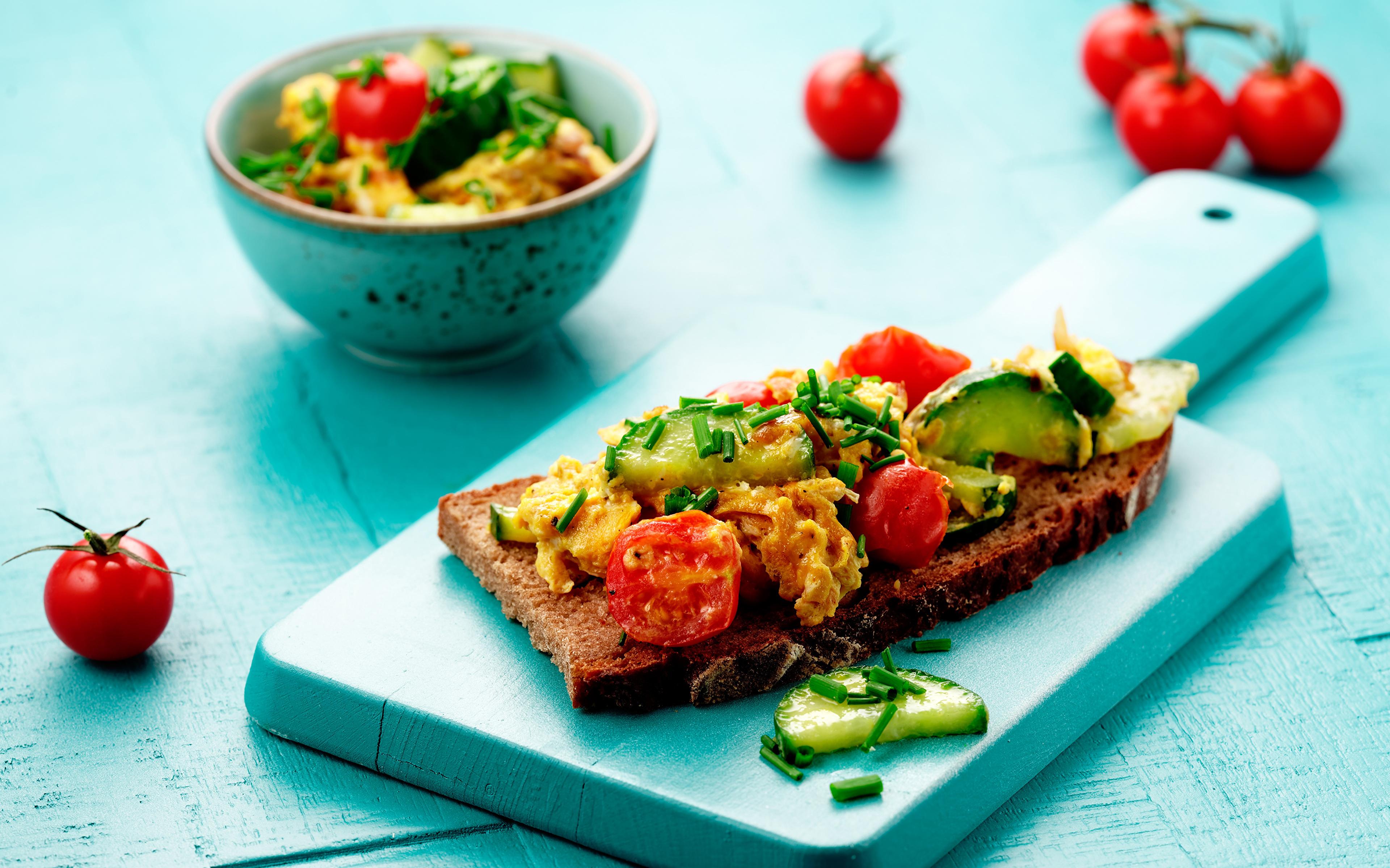 Фото Помидоры Бутерброды Еда Овощи разделочной доске 3840x2400 Томаты бутерброд Пища Продукты питания Разделочная доска