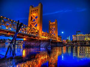 Картинки США Речка Мосты Калифорнии Ночные Sacramento Города