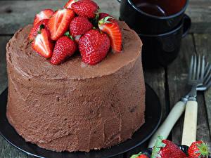 Обои Сладости Торты Клубника Шоколад Продукты питания