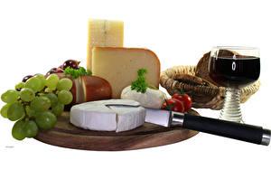 Картинка Натюрморт Сыры Виноград Вино Бокалы Продукты питания