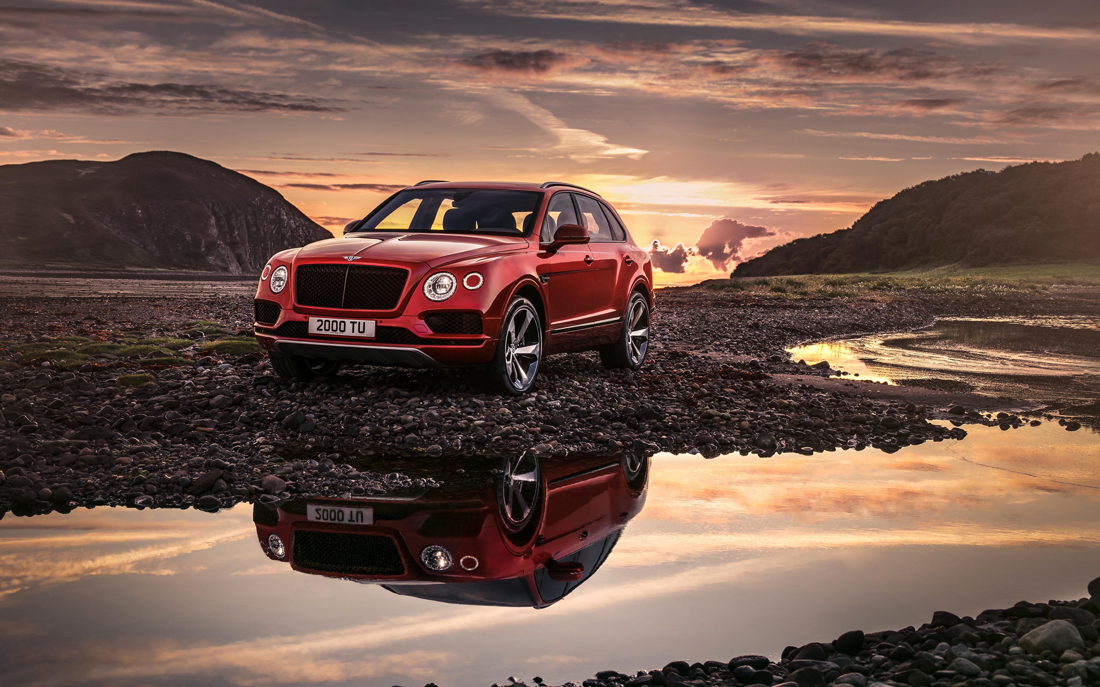 Картинка Bentley 2018 Bentayga V8 Worldwide красных автомобиль 3840x2400 Бентли красная красные Красный авто машины машина Автомобили